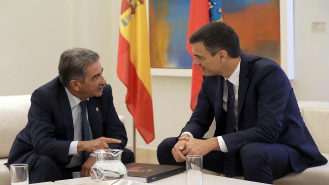 Revilla y Pedro Sánchez en Moncloa 2018