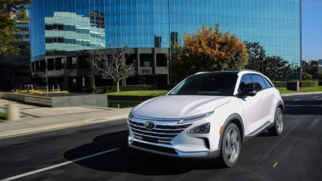 El nuevo NEXO es un SUV de pila de combustible único. Combina la tecnología más avanzada con un diseño futurista y una increíble autonomía.