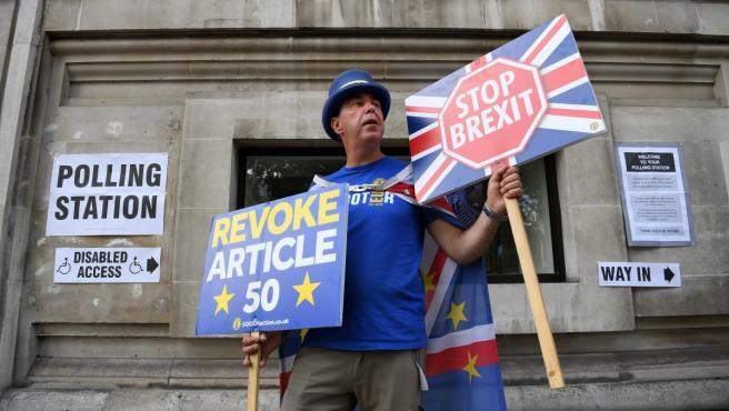 El activista Steve Bray haciendo campaña para que Reino Unido permanezca en la Unión Europea.
