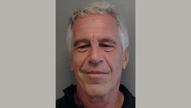 El empresario estadounidense Jeffrey Epstein, en una imagen cedida por el Departamento de Cumplimiento de la Ley de Florida (FDLE).