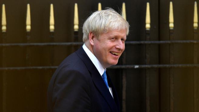 Boris Johnson, frente a la sede del Partido Conservador británico, en Londres.