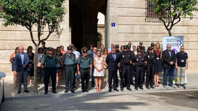 Concentración en la Delegación de Gobierno en Valencia repulsa por el asesinato machista en Calpe.