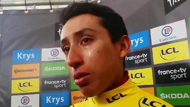 Egan Bernal se emociona tras ponerse líder del Tour de Francia.