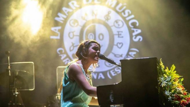 Amaia durante su actuación en el festival 'La Mar de Músicas'