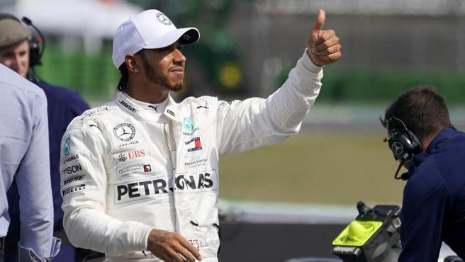 Lewis Hamilton celebra su pole en el GP de Alemania.