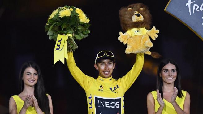 Bernal, en el podio de París tras conquistar el Tour de Francia.