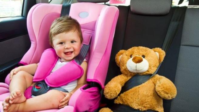 Las sillas de coche para niños y bebés no siempre han existido, ya que las primeras leyes respecto a ellas se establecieron en 1985. En la actualidad, no solo es ilegal no tener una silla en el coche si un niño de corta edad viaja en su interior, sino también salir del hospital con un recién nacido sin una.