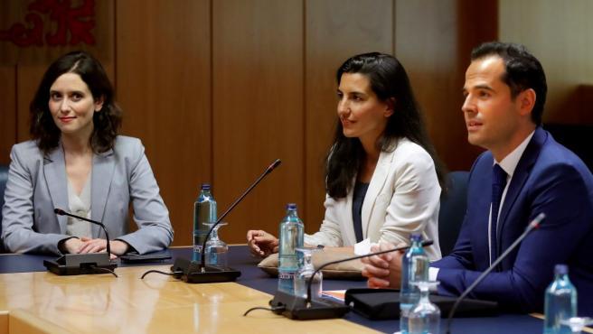 Los portavoces de PP, Ciudadanos y Vox en Madrid, Ayuso, Aguado y Monasterio, se reúnen en la Asamblea.