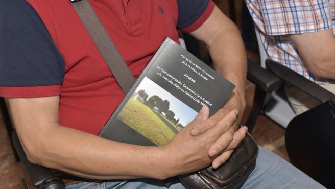 Volumen que recoge es estudio 'Las fosas comunes del cementerio de La Soledad y la represión militar en Huelva (1936-1944)'