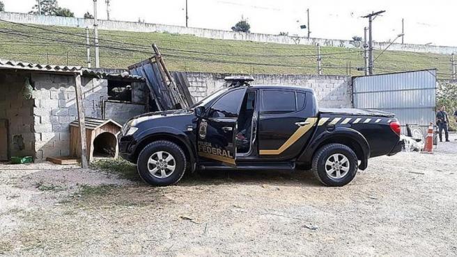 Uno de los vehículos clonados de la Policía Federal de Brasil que fueron utilizados para robar casi 720 kilos de oro en el Aeropuerto Internacional de Guarulhos, en Sao Paulo.