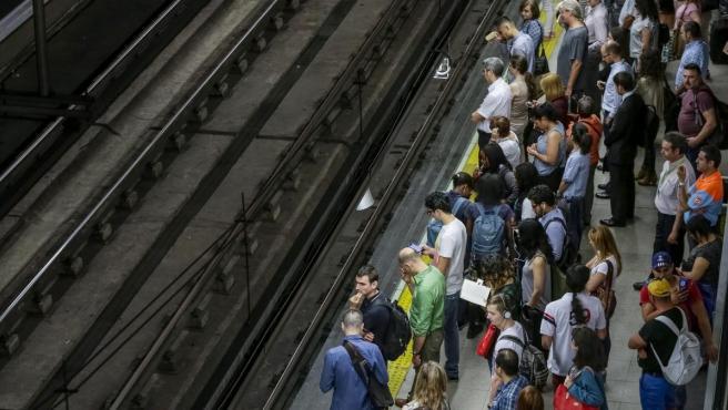 Aspecto del andén de la estación de Príncipe Pío por la huelga de maquinistas de Renfe en 2016.