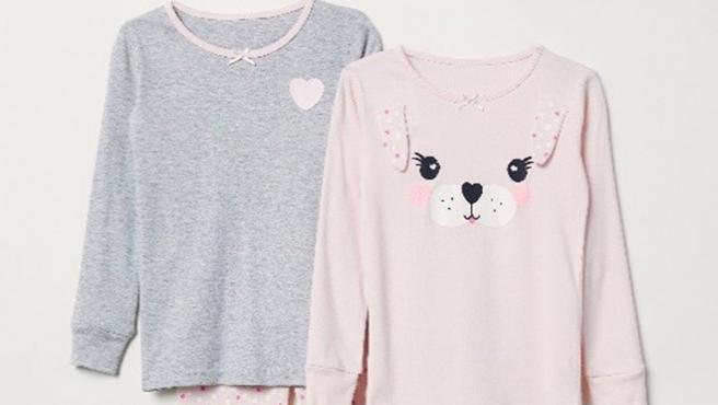 Dos de los pijamas de H&M retirados del mercado en EE UU.