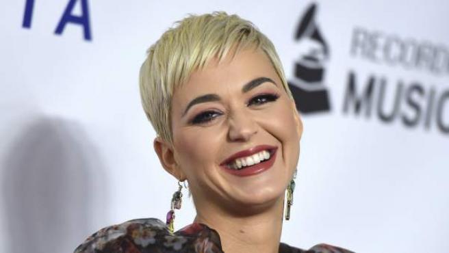 La cantante Katy Perry, en MusiCares Person of the year en honor a DollyParton.