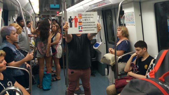 David, miembro de las Patrullas Ciudadanas contra carteristas en el metro de Barcelona.