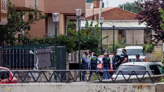 Domicilio donde se han hallado los cadáveres del matrimonio fallecido y del hijo de 29 años herido en Villagonzalo (Burgos).