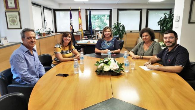 La consellera de Salud y Consumo, Patricia Gómez, y la regidora de Turismo, Sanidad y Consumo, Elena Navarro, en su primer encuentro