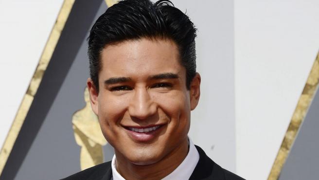 El actor Mario López hace acto de presencia en la alfombra roja del Dolby Theatre de Hollywood.