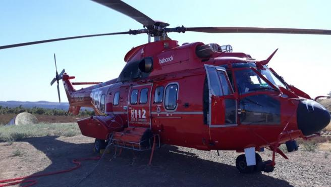 Helicóptero pesado Eurocopter AS332 L2 Súper Puma Mk 2, usado para el transporte de bomberos forestales y tareas de extinción de incendios.