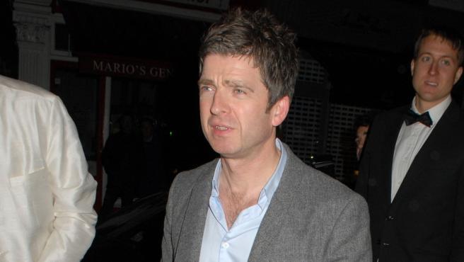 El músico británico Noel Gallagher, paseando por las calles de Londres.