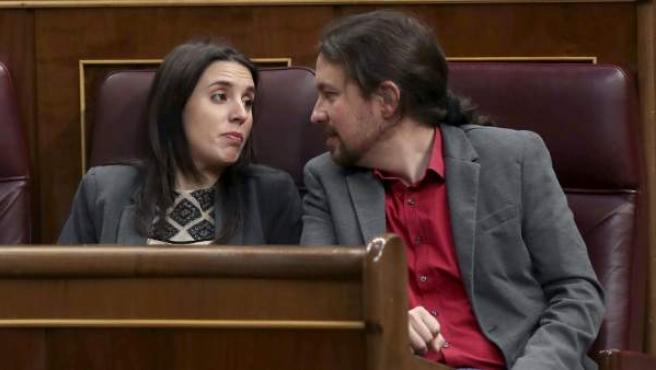 Irene Montero, portavoz de Unidos Podemos en el Congreso, y Pablo Iglesias, secretario general de Podemos.