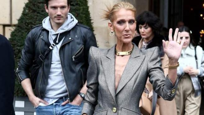 Céline Dion y el español Pepe Muñoz en uno de los desfiles de la Semana de la Moda de París.