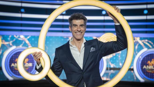 El presentador Jorge Fernández, en el plató de 'El juego de los anillos'.