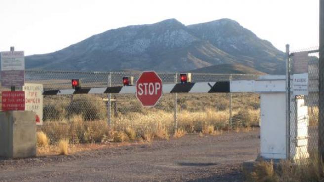Instalación militar del Gobierno de los Estados Unidos, situada en Nevada, que está rodeada de secretismo. Nadie puede acceder a ella y durante años se han creado muchas teorías sobre lo que ocurre en su interior,