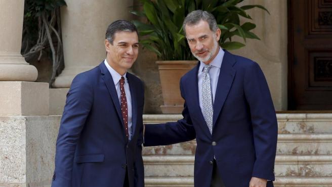 Pedro Sánchez a su llegada al despacho con el rey Felipe VI en Marivent.