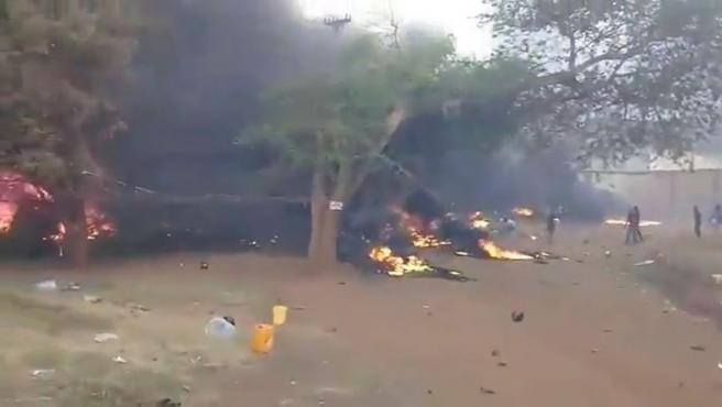 Imagen del accidente de un camión con combustible en Tanzania.