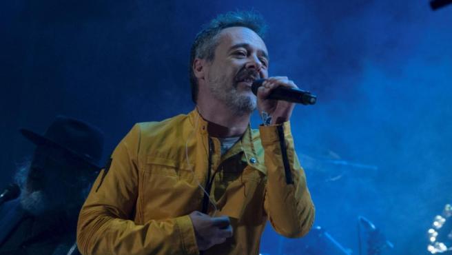 El cantante de la banda Love of Lesbian, Santi Balmes, durante el concierto del Festival Sonoroma Ribera.