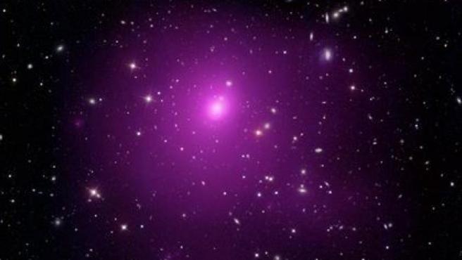 Imagen del cúmulo galáctico Abell 85: en su centro está la galaxia Holmberg 15A.