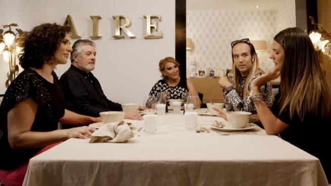 Raquel Mosquera, Rosa López, Aless Gibaja, Laura Matamoros y Francisco, en 'Ven a cenar conmigo: Gourmet Edition'.