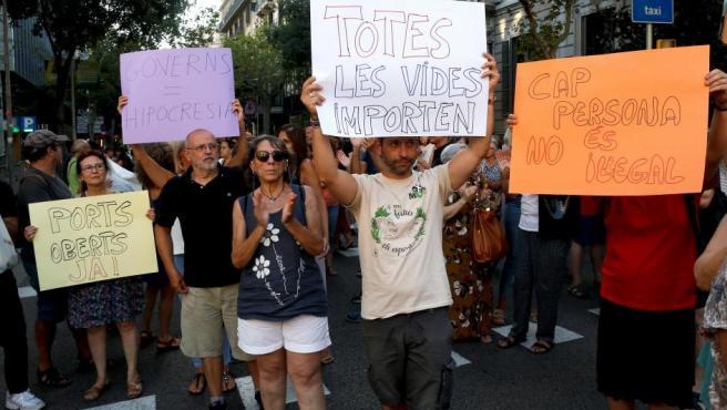 Protesta en Barcelona por unos puertos abiertos a los rescatados en el Mediterráneo.