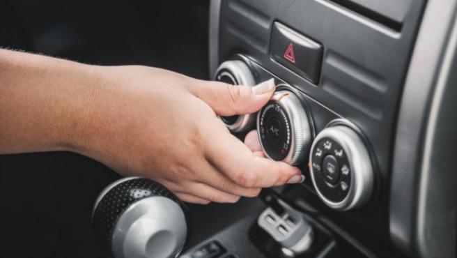 Antes de poner en marcha el aire acondicionado hay que intentar bajar la temperatura del coche.