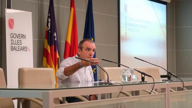 El conseller de Transición Energética y Sectores Productivos, Juan Pedro Yllanes, en una rueda de prensa.