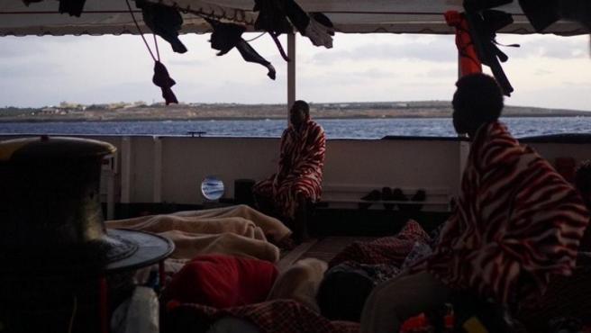 Inmigrantes a bordo del Open Arms.