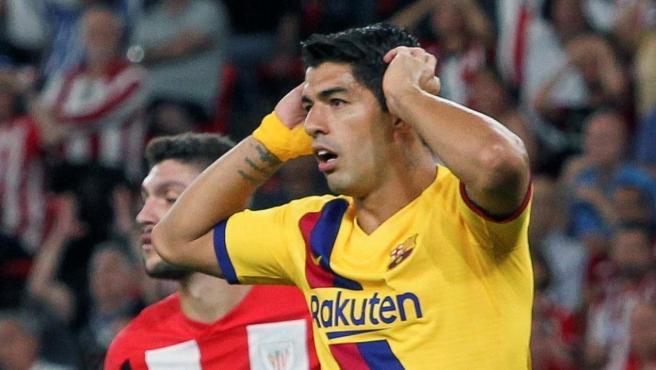Suárez cae lesionado en el estreno del Barcelona en LaLiga frente al Athletic.