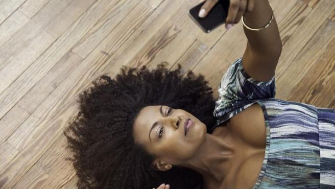 Una investigadora de la Universidad de Arizona ha explorado qué motiva a los jóvenes a enviar imágenes sexualmente explícitas de sí mismos a través de Internet.