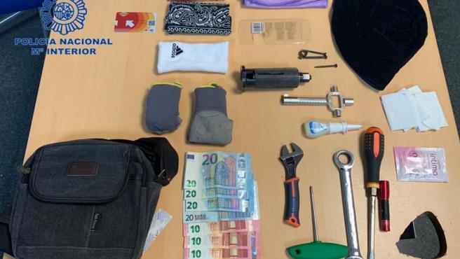 Nota De Prensa Y Fotografía:'La Policía Nacional Detiene A Dos Hombres En Un Autobús Que Habían Cometido Un Robo Con Fuerza En Un Domicilio'