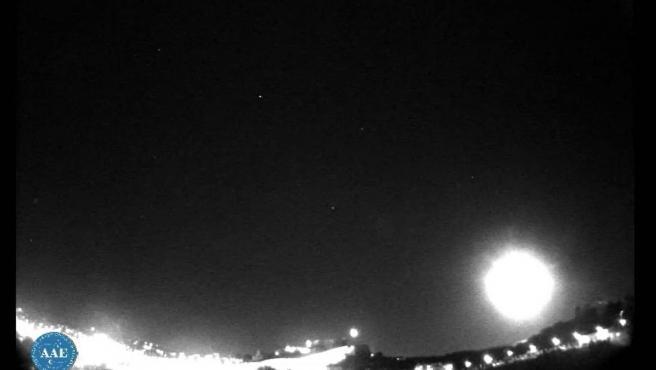 Fotograma de la grabación del bólido captado por el Observatorio de Ibiza.