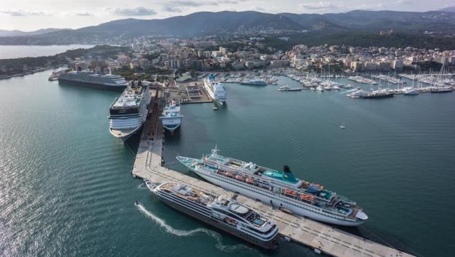 Cruceros en el puerto de Palma de Mallorca, autoridad portuaria, cruceristas, turismo, turistas