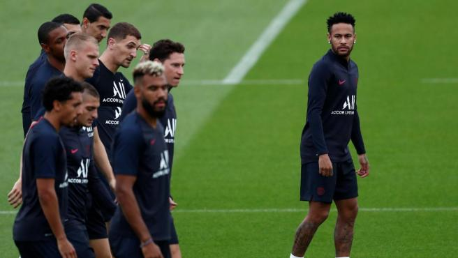 Neymar vuelve a la dinámica del equipo y se entrena con sus compañeros del PSG.