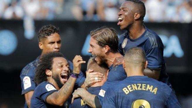 El Real Madrid celebra uno de los goles logrados en Balaídos.