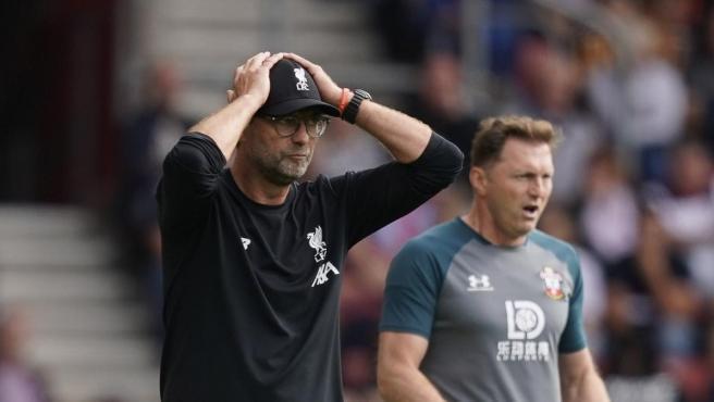 """Klopp bromea sobre el error de Adrián: """"Es cosa de porteros del Liverpool"""""""