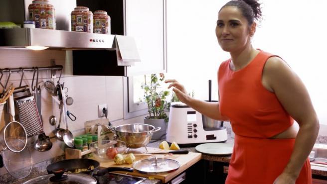 Rosa López, cocinando en 'Ven a cenar Conmigo. Gourmet Edition'.