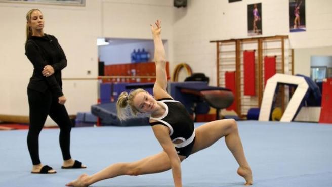 La entrenadora olímpica Maggie Haney durante uno de los entrenamientos.