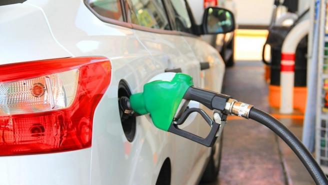 Parar en la gasolinera a repostar es un gesto que realizan a diario millones de conductores.