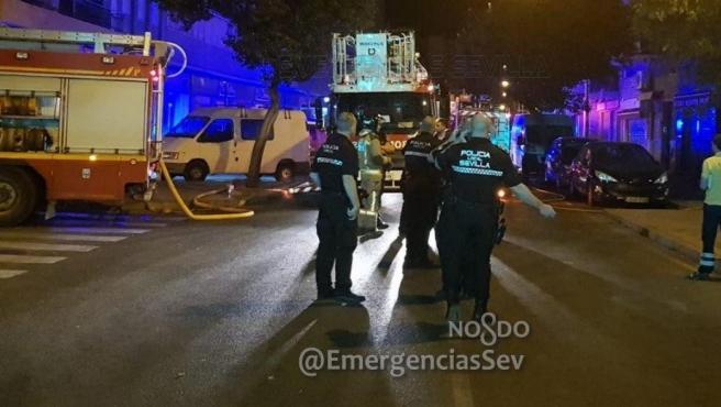 Mueren dos personas en el incendio de una vivienda en Sevilla