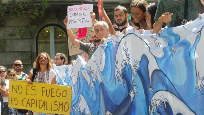 Protesta en Barcelona para salvar el Amazonas.