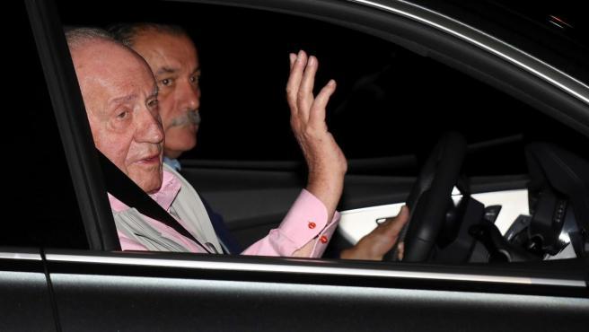 El rey Juan Carlos, llegando a la Quirón para ser operado del corazón.